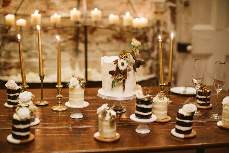 mini cakes 2021 wedding trend